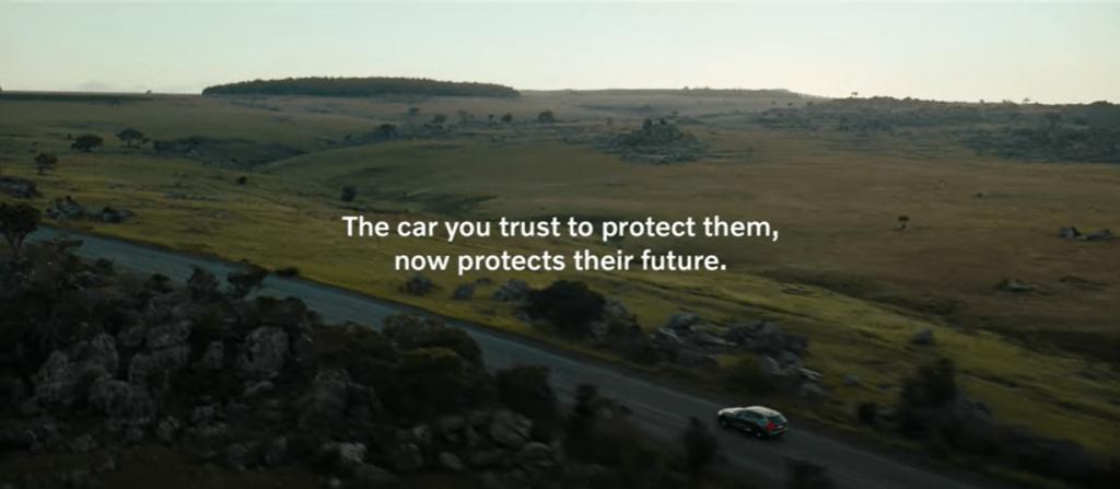 Volvo commercial waarin de bescherming door het Caregiver merk arcehetype goed naar voren komt.