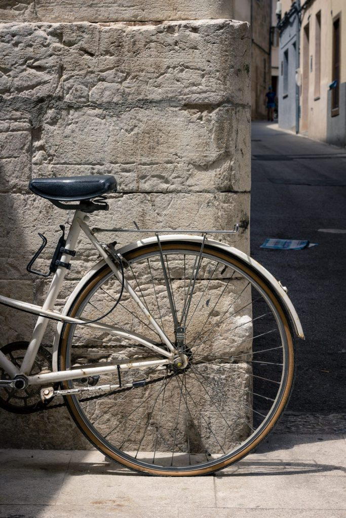 De interne linkstructuur volgens het naaf-en-spaak principe lijkt op de wiel van een fiets, waarbij één hoofdpagina met links verwijst naar diverse kleinere artikelen